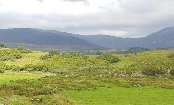 Islay. Blick vom Kidalton Cross auf die Berge im Süden der Insel.