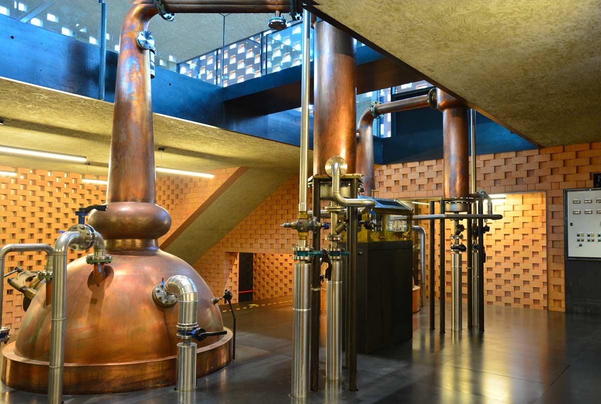 Die Stills der Whiskydestillerie in Glurns (Südtirol, Italien)