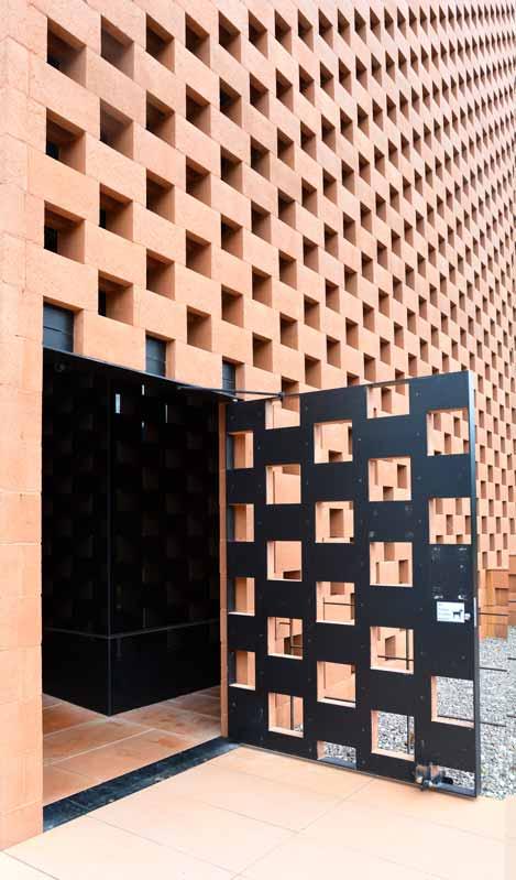 Auf geht´s: Das ist der Eingang in das eigens für den italienischen Whisky geplante PUNI-Gebäude