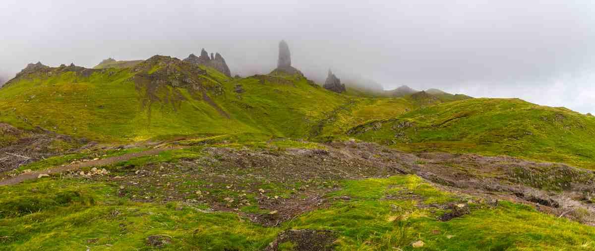 Das Wahrzeichen der Insel Skye ist die Felsformation Old Man of Storr