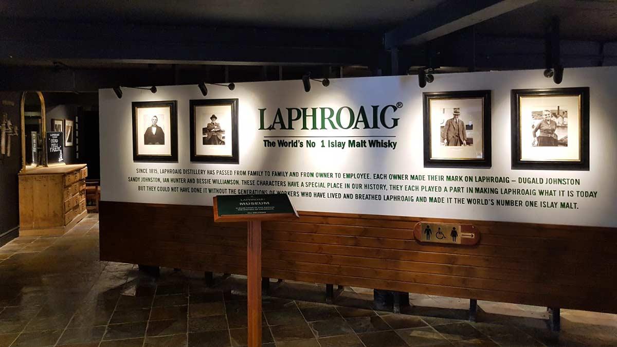 Laphroaig Destillerie. Die historische Ausstellung zur Geschichte der Brennerei.