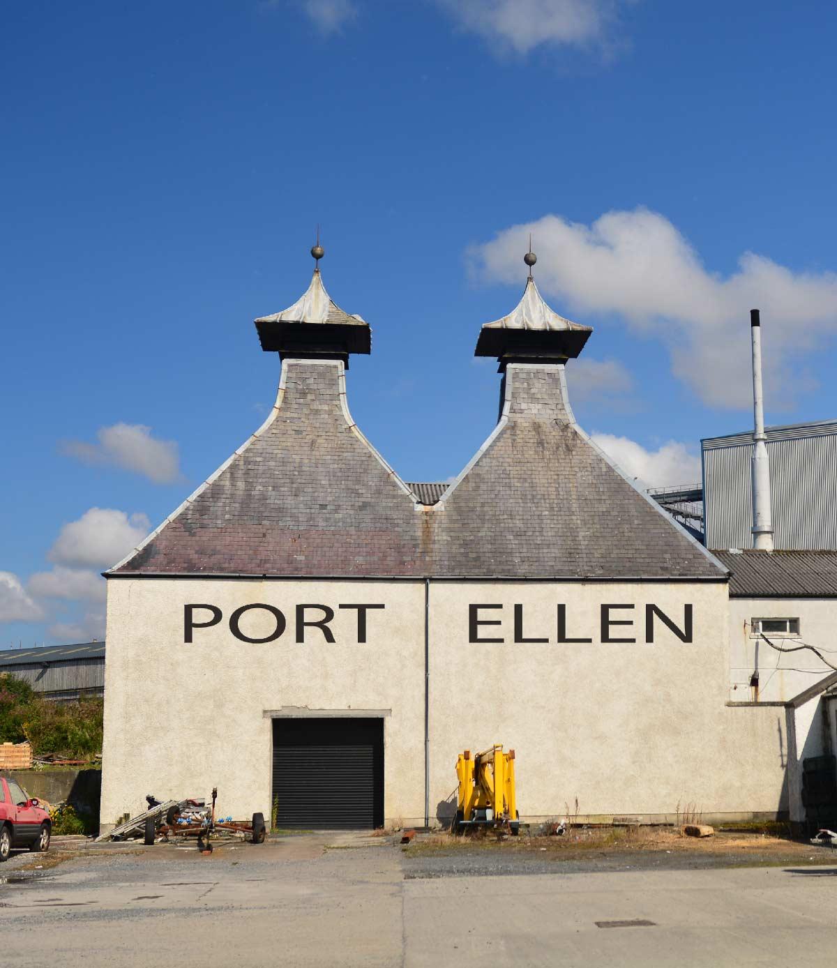 Die alten Kilns auf dem Gelände von Port Ellen. Die typischen Pagodendächer sind weit sichtbar. Hier wurde das Getreide getrocknet.